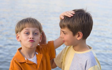 Wat kun je doen om spanningen tussen broers en zussen te voorkomen?