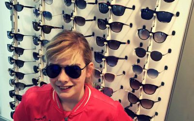 Een zonnebril net zo belangrijk als insmeren!